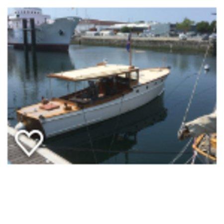 Musée Maritime de La Rochelle: Beautiful powerboat at the museum docks