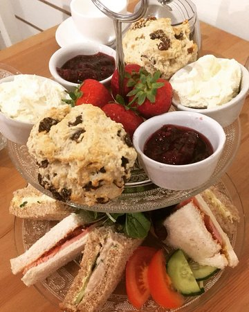 Cotton, UK: afternoon tea - EmZo Cafe Suffolk