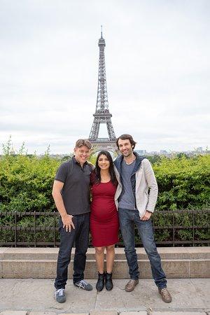 Viagem Paris: Carro a disposição para uma sessão de fotos sobre paris, Parada para registrar Nossa Dama de fer