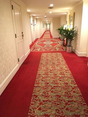 The Langham, Boston: hallway