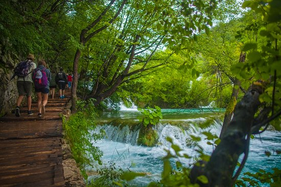 ‪Plitvice Lakes by Boat & Bus‬