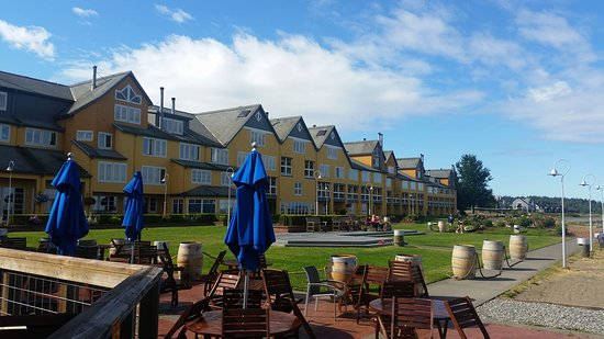 Semiahmoo Resort : View of side of hotel that faces the bay