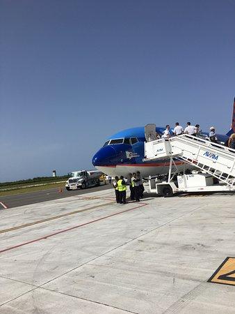 ซันคันทรีแอร์ไลน์ส: Deplane in Punta Canna