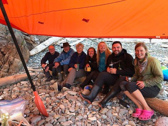 Sandspit, Kanada: Enjoying wine and scotch!