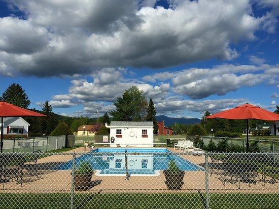 Profile Deluxe Motel: Seasonal pool