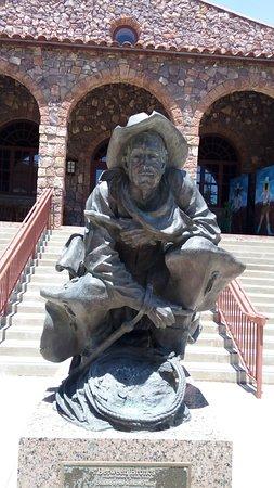 Alpine, TX: Bronze Cowboy Statue