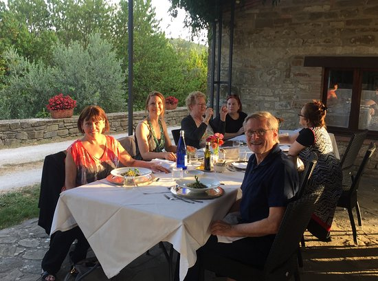 Locanda del Gallo: Relaxed dining outside