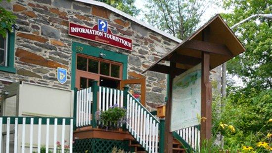 Vue de l'extérieur du Bureau Touristique de Coaticook
