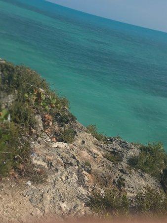 Sapodilla Bay: hiking area to cliff