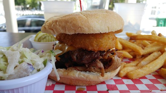 Charlie Mac's: Smokey Burger