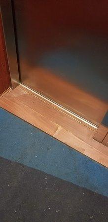 Rochelle, IL : Elevator floor