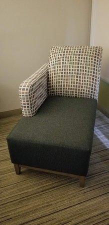 Holiday Inn Express Rochelle: Interesting chair