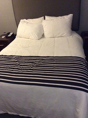 Sandman Hotel Saskatoon: Queen a little small but good