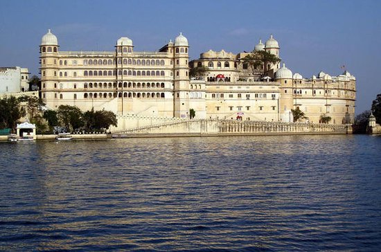 Udaipur Private City Tour with Ahar...