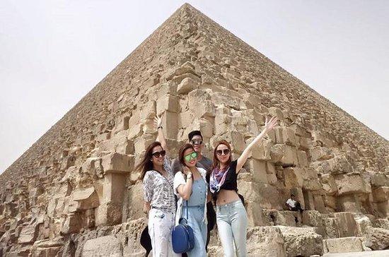 Giza Pyramids Day Trip omvat binnen ...