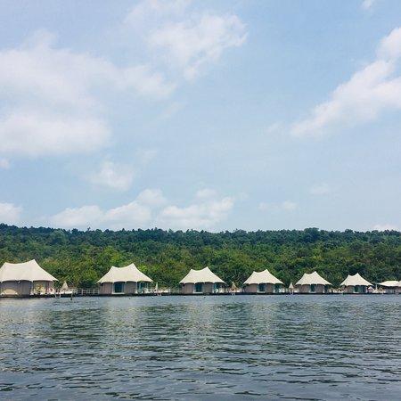 4 Rivers Floating Lodge: photo0.jpg