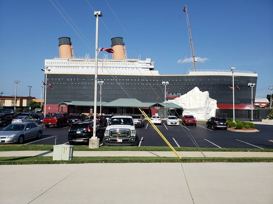 Titanic Museum: Plenty of parking and parking is free