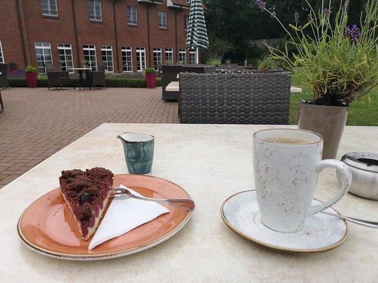 Gross Nemerow, Germania: Kaffee und Kuchen auf der Terrasse