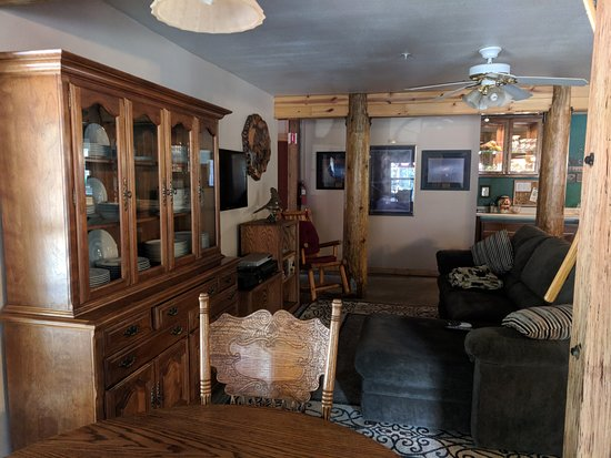 Foresthill, CA: Great room, full of plush couches and dining tables
