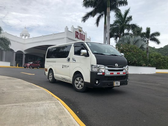 Santa Elena, Costa Rica: Door to Door Shuttle Service