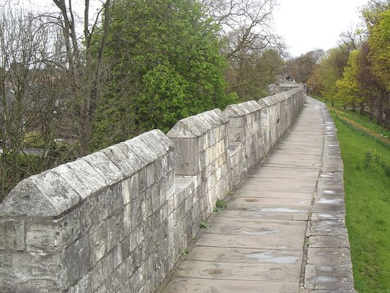 Peak Forest Canal: Mury obronne.