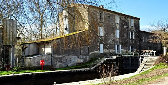 Castelnaudary, Francia: Vue du Canal du Midi - Lieu agréable et plein de charme