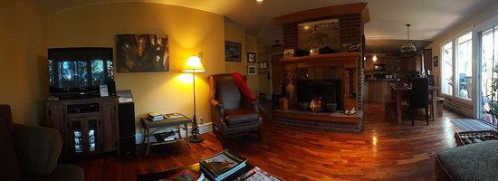 Auberge Kicking Horse B&B: view from the sofa