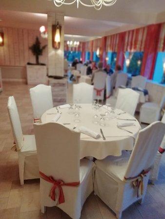 La salle du restaurant @la mirabelle - casteil