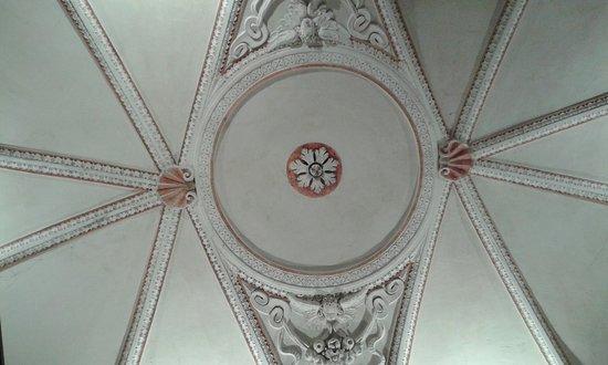 Colzate, อิตาลี: L'elegante a volta a spicchi settecentesca del sacello