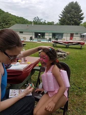 Saylorsburg, PA: face painting by the pool