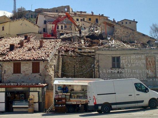 Кастелуччио-ди-Норчия, Италия: Alcune delle scritte