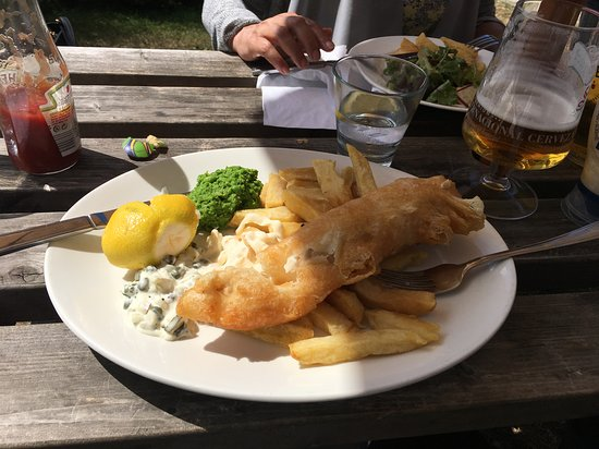 Ettington, UK: Battered Cod and Chips
