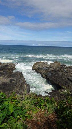 Yachats coastline: Thor's Well Area