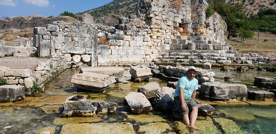 Lymira: Руины и река
