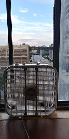 Hotel St. Regis: Mid summer hotel air conditioning, it made the room semi-tolerable. All other's booked up had to