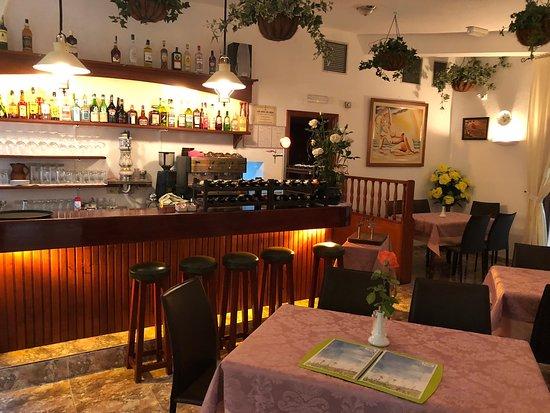 Comedor y barra - Picture of Restaurant Giorgio - El Nido, Playa del ...