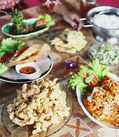 Timika, Индонезия: makan bersama