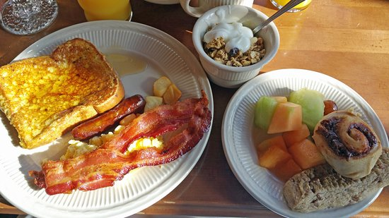 Grant Village Lake House Restaurant: Lots of choice for breakfast!