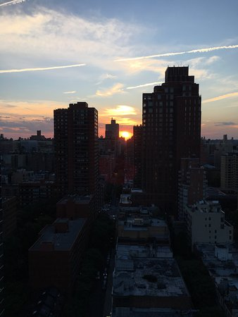 The Marmara Manhattan: Sunset view from our 28th floor balcony looking down 94th St. to the East.
