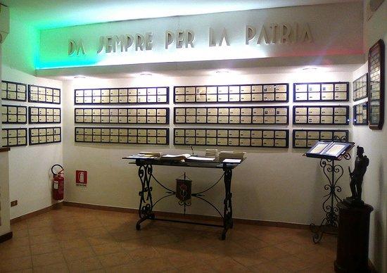 Sala Museale del 3° Reggimento Genio Guastatori: vista frontale della sala delle decorazioni