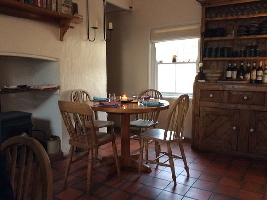 Skibbereen, Irlanda: Interior of the Island Cottage. It only holds 22 diners,so be among the fortunate few!