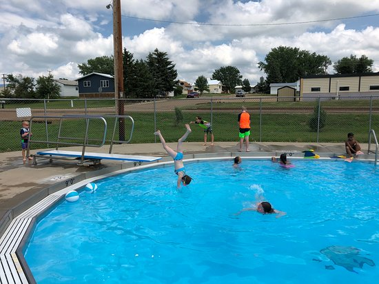 Mott, ND: Diving board at 9' end of huge pool