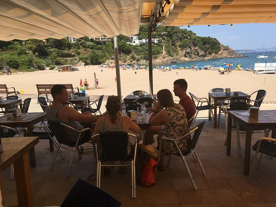 Province of Alava, Ισπανία: Dining out at nearby beach