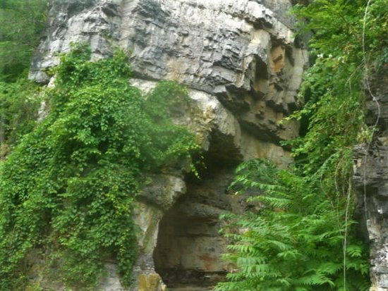 Mount Solon, Virginie: Cave on the right side of this chimney