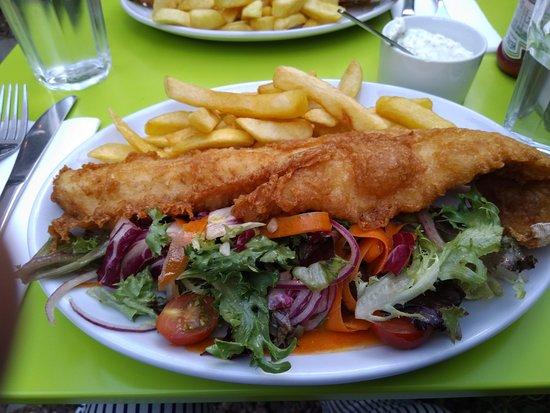 Fishers Fish and Chips: Блюдо большое и главное, очень вкусное)))