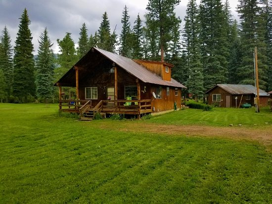 Lone Wolf Cabins & Getaway: Ponderosa Creekside  Vacation Home & Cottage