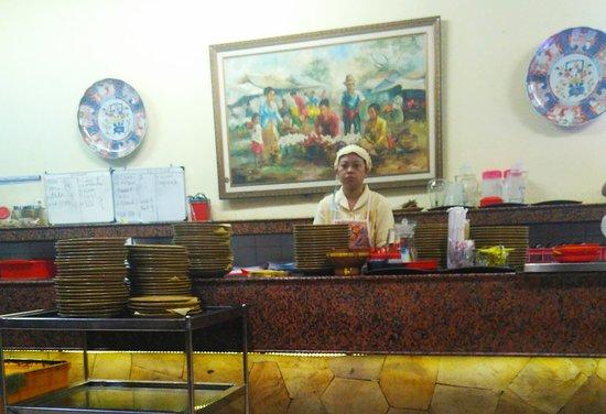Pondok Tempo Doeloe: masakan telah jadi dan siap untuk diantarkan