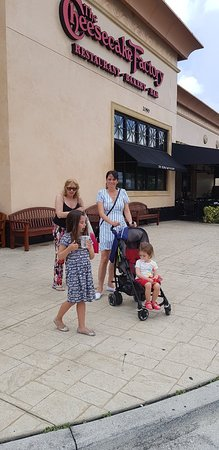 The Cheesecake Factory: 20180724_133503_large.jpg
