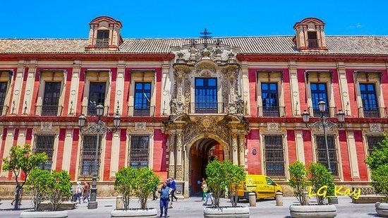 Palacio Arzobispal: Impressive building