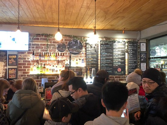 Fat Badgers Pizza Bar Queenstown: Great for pizza and beers